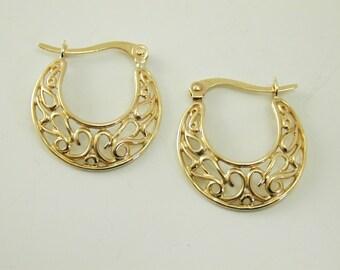 Gold hoop earrings beautiful swirl design 9 carat gold 2.2 grams snap closure