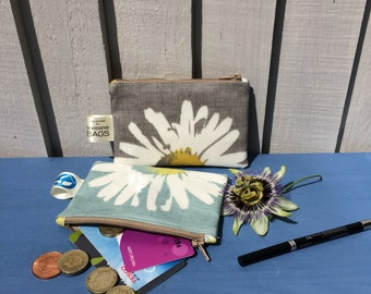 coin purse, water resistant wallet, daisy oilcloth pouch, tote wallet, gift idea for mum, wedding favors, small teacher appreciation gifts