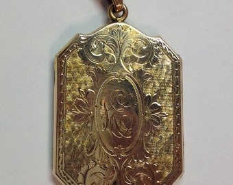 Vintage Gold Shell Large Engraved Locket Pendant