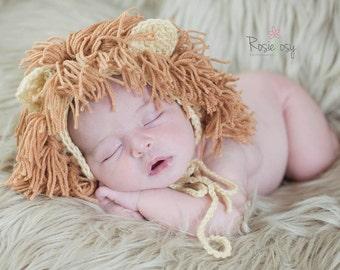 Set lion. Newborn photo props. Crochet bonnet and little lion.