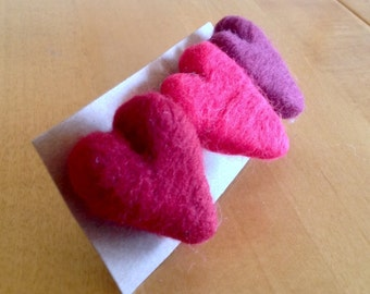 Heart brooches needle felting kit with full colour, easy to follow instructions GRADED:EASY