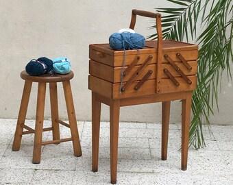 Vintage worker - large box on couture vintage - vintage sewing box - vintage worker