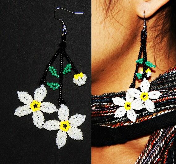 Beaded Daisy Earrings, Huichol Flower Earrings, Huichol Earrings, Seed Bead Earrings, Daisy Flower Earrings, Daisy Jewelry, White Daisy