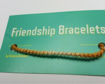 SSS2 Tan->White Friendship bracelet