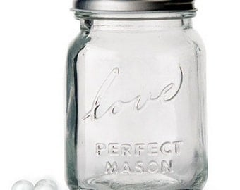 "Mini Glass Mason Jars With Lid Inscribed with ""Love"" - pack of 6"