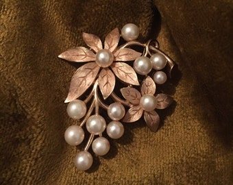 Vintage Majorica Brooch / Faux Pearls / Gold Tone / Mint Condition / Costume Jewelry