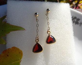 Genuine Garnet on 585-er Goldfilled earrings! Delicate and modern!