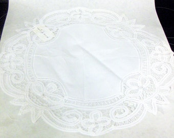 "LOT of 6 - VINTAGE White 100% Cotton Battenberg 17.5"" Round Placemats, Cotton Placemats, Table Linens"