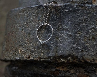 Circular Neckalace with little triangle in Silver
