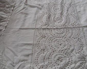 Antique Broderie Anglaíse White Cotton Bedthrow, 1900-1910