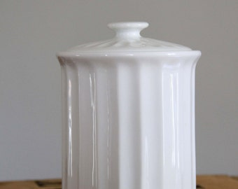 White vintage pot chart