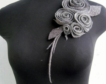Statement brooch Gray brooch Gray pin Felted brooch Wool jewelry Felt flower brooch Wool brooch Grey felt pin Grey flower pin Brooch felt