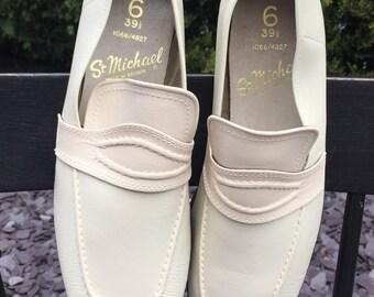 Men's 1970's vintage slip on shoes (UK 6)