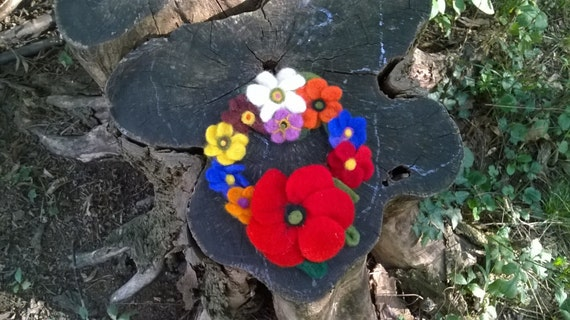 Christmas wreath, winter wreath, wool felt wreath, front door wreath, seasonal wreaths, flower wreath, felt flowers wreath, felt banner