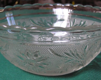 Sandwich pattern Anchor Hocking Glass clear crystal scalloped bowl - 6 1/2""