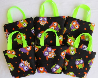 Set of 6 Halloween Fabric Gift Bags/ Party Favor Bags/ Halloween Goody Bags- Owls on Black
