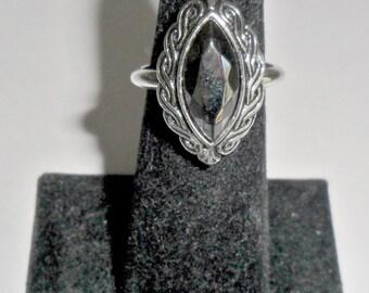 Pretty vintage ladies' Avon silvertone faux hematite solitaire ring size 6 1/2