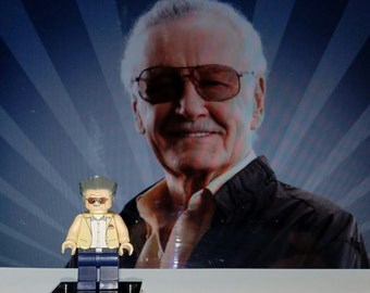 Stan Lee Minifigure Marvel Comics Spiderman Avengers Fantastic Four Excelsior (LEGO Compatible)