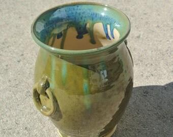 Green Pottery Vase // Gift for her// Birthday gift //Pottery vase // Flower Vase