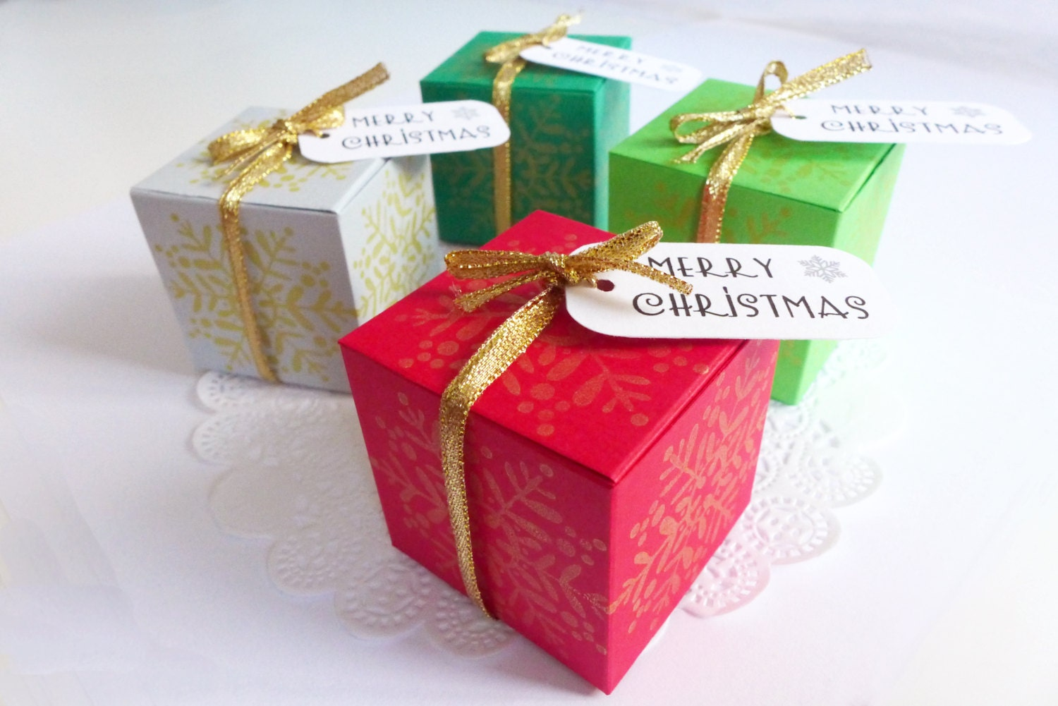 Christmas gift box table decor by athenascraftroom