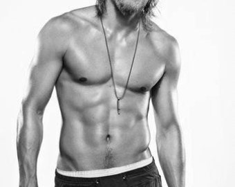 Charlie Hunnam Black and White Poster xbwxl23charliehunnamptr03111401