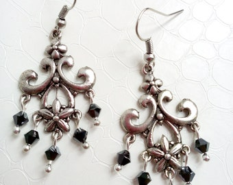 Baroque chandelier earrings 'Victoire' - Silver-coloured chandelier and black Swarovski crystals - Victorian earrings - Handmade jewelry