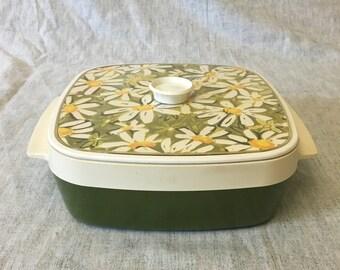 Vintage Thermo Serv Insulated Daisy Casserole Dish