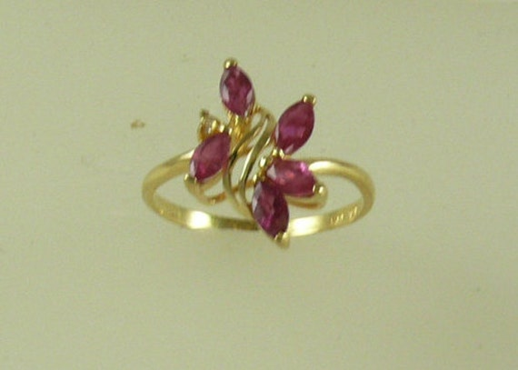 Ruby 0.60ct and Diamond 0.02ct Ring 14k Yellow Gold