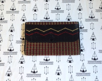 Zigzag on my Bag~Vintage Woven Clutch~Boho~Tribal~Beach~Black~Red~Tan~Black Lining~Zipper Pocket Inside~Snap Closure