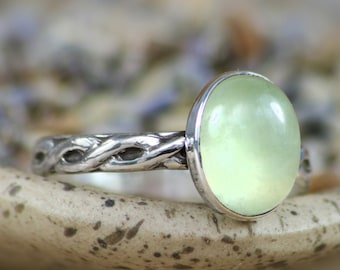 Size 7 - Green Prehnite Endless Knot in Sterling - Silver Celtic Promise Ring - Green Statement Ring - Gift for Her - Ready to Ship