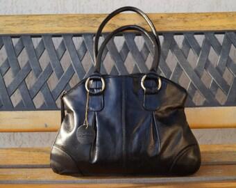 Vintage black genuine leather handbag. Shoulder bag.Real leather Handbag. A very classy and practical handbag. A minimalistic and functional