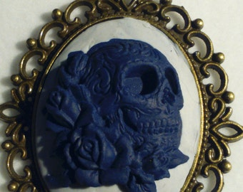 Skull and Roses Cameo Necklace