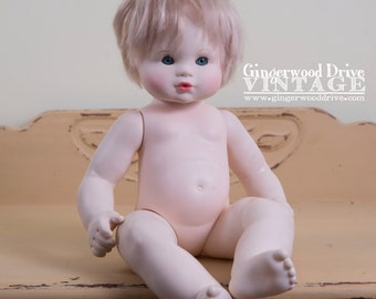 Vintage 1980 Pale Creepy plastic Doll art crafting blue eyes scary white hair poseable sits up horror 80s drink and wet suzanne gibson naked