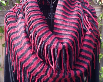 Infinity knitted scarf. Fringed pattern