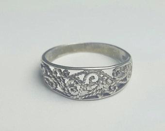 Vintage Sterling Silver Filigree Ring- Size 7.75
