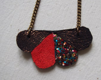 Hot chocolate adornment in leather and glitter