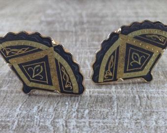 Gorgeous Vintage Estate Gold Tone Damascene Fan Clip Earrings