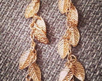 Long earrings with leaves