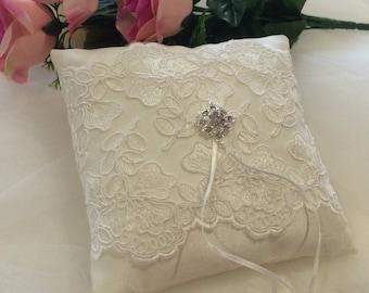 Ivory Lace Ring Pillow, Ring Pillow, Silk Ring Pillow, Ring Bearer Pillow, Ivory Ring Pillow, White Lace Ring Pillow, Elegant Ring Cushion