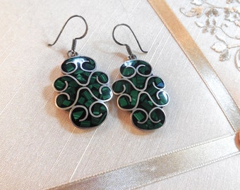Vintage 70s Taxco Sterling Dangling Earrings Inlaid with Malachite Chips / Taxco Earrings / Pierced Drop