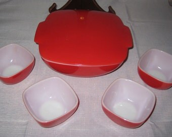 Pyrex 515 Red Hostess set with 4 small bowls (407's)