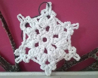 Set of 5 Hand crafted crochet snowflakes - Christmas Tree Decoration