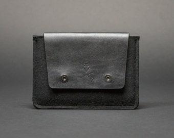 iPad Mini 1/2/3/4 leather and felt sleeve case. Mini iPad Sleeve handmade from 100% wool felt and leather.