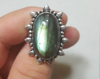 Lovely Green Labradorite Ring Size 7 1/2 Stunning Natural Flash .925 Sterling Silver Setting Feather Design Gorgeous Ring