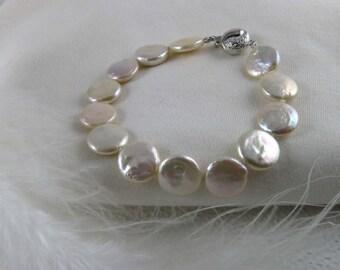 Bracelet de perles d'eau douces naturelles/Natural freshwater pearl bracelet/Handcrafted bracelet/Bracelet en perles/Pearl bracelet