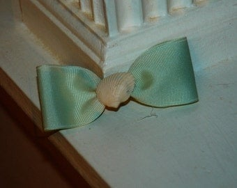 Real Shell Solid Color Bow