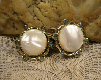 Round pink pearl and rhinestone earrings