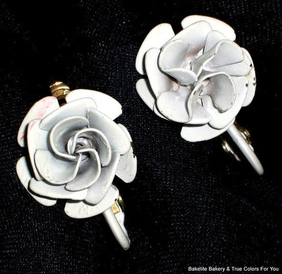 Roses White Wedding Vendome Vintage Earrings Rare 1960s Signed High Relief Flowers H-A Mid Century Petals Quality Dimensional Clip Mad Men