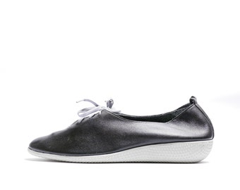 Vintage 80s Minimal Oxford Shoes // Black 70s 80s Leather Oxfords // Lace Up Retro Bowling Shoes //Modern Hipster Rockabilly Shoes// 9N size