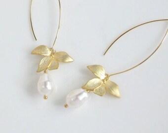 Lovely Orchid Flower Modern Dangle Drop Earrings. Teardrop White Pearls Long Drop Ear Accessory. Bridal Wedding Jewelry. Simple Gift